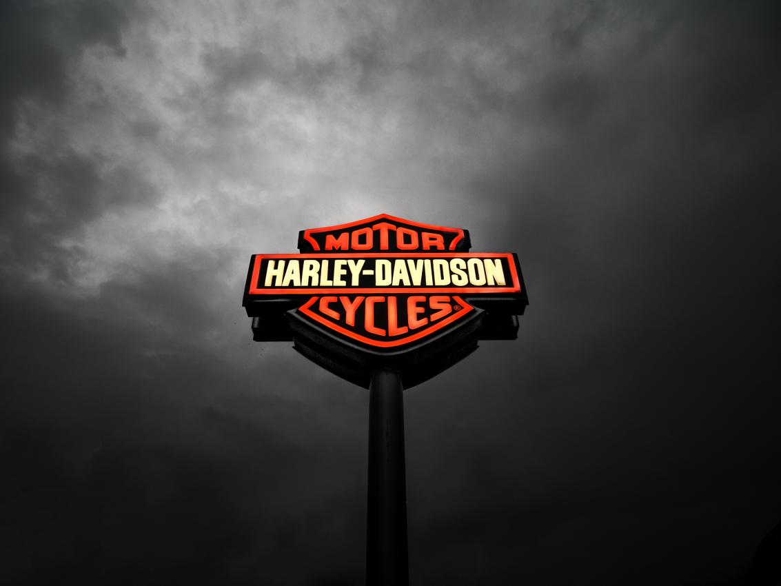http://www.olivierlovey.ch/files/gimgs/59_enseigne-harleydavidson.jpg